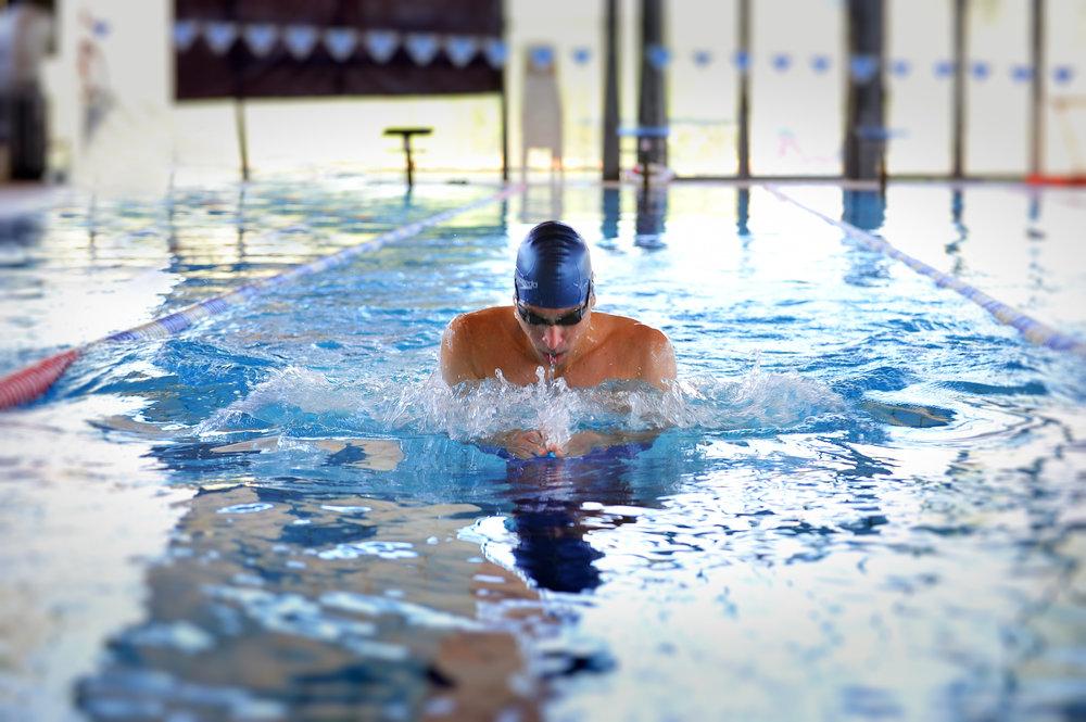 אימון שחייה אישי - שחייה בסגנון חזה
