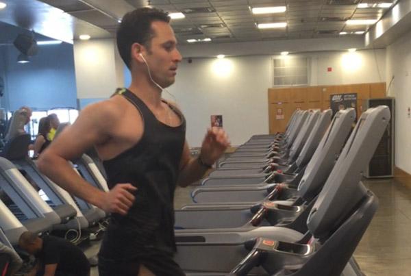 מאמן ריצה אישי - ריצה על מסילה בחדר כושר